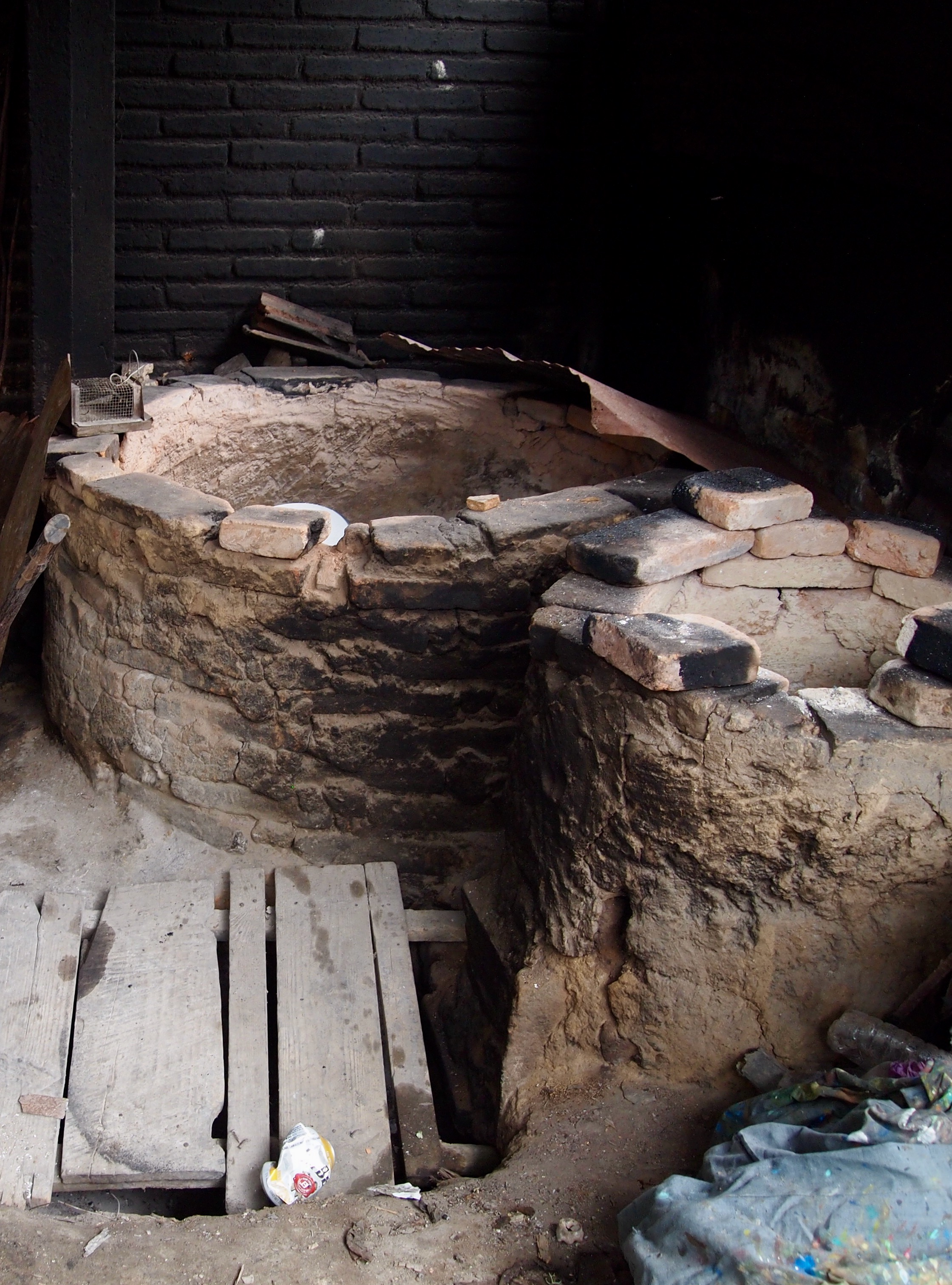 Kiln at the Aguilar family compound in Ocotlán de Morelos. (Photo: Nancy Walkup)